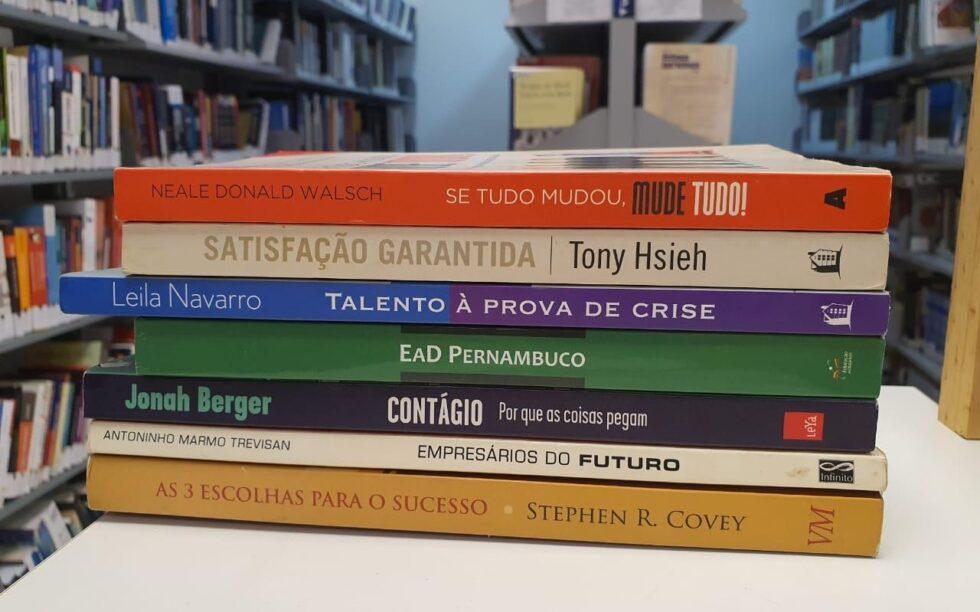 Doações de livros para o acervo da Biblioteca Faculdade CDL